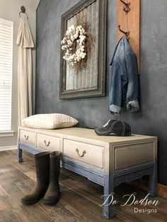 furniture muebles Adding a faded denim painted look to this bench was easy! It was the perfect choice to add coziness to my space. Who doesnt love the look and feel of faded jeans Modern Farmhouse! Refurbished Furniture, Paint Furniture, Repurposed Furniture, Furniture Projects, Furniture Makeover, Vintage Furniture, Home Furniture, Vintage Bench, Furniture Making