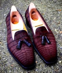 Men's handmade alligator leather tassel slip-on loafers penny loafers. These alligator loafers are made in Goodyear Welted Construction, which is the finest quality of construction in shoes, industry-wide! Formal Loafers, Formal Shoes, Casual Shoes, Hot Shoes, Men S Shoes, Penny Loafers, Loafers Men, Mens Fashion Shoes, Luxury Shoes