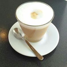 Koffie drinken in Rituals Coffee House Paramaribo