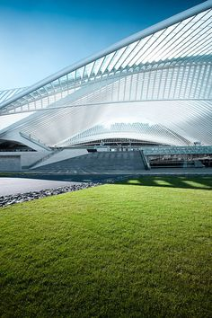 Liège-Guillemins TGV Railway Station, by Santiago Calatrava, in the city of Liège, Belgium. It's even possible to organize your exhibition (or event) on it !