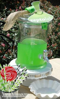 Awesome, Kiwi Strawberry Punch for drinks, labeled with a Zepto Lab beaker - could see the kids loving this for a Cut the Rope birthday party. 8th Birthday, 2nd Birthday Parties, Birthday Celebration, Birthday Ideas, Birthday Party Drinks, Cut The Ropes, Superhero Party, Party Time, Nom Nom