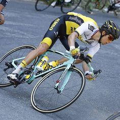 Bianchi has played a core role in cycling and led the greatest riders to victory. And it's all going on by the new cutting-edge bikes Best Road Bike, Road Bikes, Road Bike Women, Road Cycling, Bicycle, Cyclists, Kiwi, Bucket, Bicycles