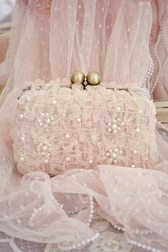 Jennelise: Pretty Girl.  Adorable pink clutch!