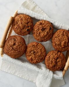 Are muffins your go-to? Whether it's for breakfast or snacking, opt for the healthier choice with our wheat bran and raisin muffins. Mamma Mia, Granola, Muesli, Raisin Bran Muffins, Bran Muffins With Raisins, Blueberries Muffins, Morning Glory Muffins, Martha Stewart Recipes, Muffin Bread