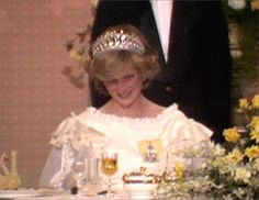 Watch her tiara sparkle in this gif!