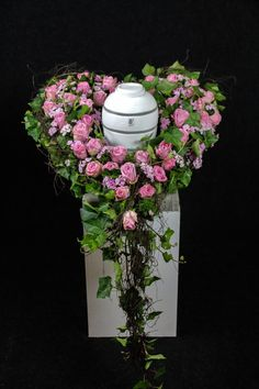 Altar, Sympathy Flowers, Special Day, Flower Art, Diy And Crafts, Glass Vase, Floral Wreath, Bloom, Wreaths