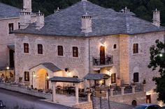Εξωτερική όξη ξενώνα Mansions, House Styles, Places, Home Decor, Decoration Home, Manor Houses, Room Decor, Villas, Mansion