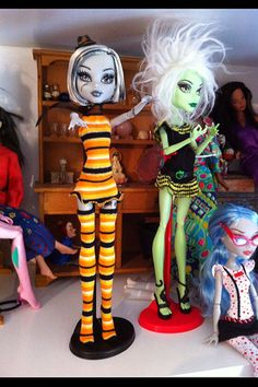 First sewing for monster high dolls Monster High Dollhouse, Monster High House, Monster High Birthday, Monster High Party, Monster High Custom, Monster High Doll Clothes, Monster High Dolls, Turtle Birthday, Turtle Party