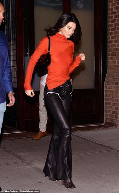 Kendall Jenner goes braless in tight top while out in New York - Stylish: She teamed the revealing top with mid-rise leather boot cut trousers that feature… - Kendall Jenner Modeling, Kendall Jenner Makeup, Kendall Jenner Instagram, Kendall Jenner Outfits, Kendall And Kylie, New York, Ladies Dress Design, Everyday Outfits, Celebrity Style