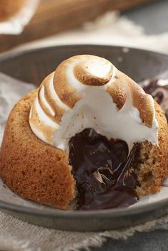 Nothing distinguishes summer better than the triple threat of graham cracker, melted chocolate, and gooey toasted marshmallow. Mini S'Mores Cakes - King Arthur Flour