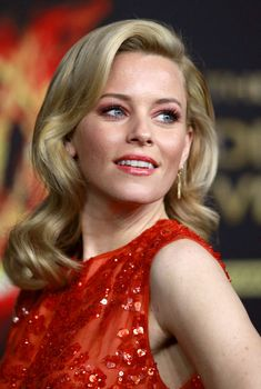 Elizabeth Banks Blonde Vintage Retro Medium Length Wedding Hair Down Top Celebrities, Beautiful Celebrities, Beautiful People, Celebs, Beautiful Ladies, Beautiful Actresses, New Short Hairstyles, Down Hairstyles, Wedding Hairstyles
