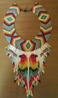 Collier de perlera tawapolé ( perroquet ) Seed Bead Necklace, Seed Beads, Beaded Necklace, Seed Bead Patterns, Native Beadwork, Beaded Collar, Brick Stitch, Bead Crochet, Bead Art