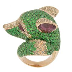 Tsavorite, rubellite, and diamond wolf ring by Zorab - Extremely outrageous, but I like the shape of the wolf head. 24k Gold Jewelry, Bee Jewelry, Insect Jewelry, Pandora Jewelry, Kids Jewelry, Jewelry Box, Jewelery, Vintage Jewelry, Animal Rings