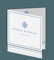 Vierkante trouwkaart met klassiek detail en trendy kleur