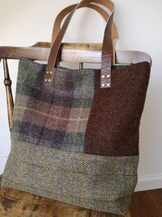 Beautifully handcrafted Harris Tweed bag with long, real leather straps. Beautiful Harris Tweed on both sides. Harris Tweed Orb label has been sewn on the back of the bag. Patchwork Bags, Quilted Bag, Crazy Patchwork, Sacs Tote Bags, Reusable Tote Bags, Harris Tweed, Linen Bag, Denim Bag, Knitted Bags