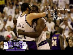 Autographed photo by possibly the two best big men to every play together in Sacramento Kings history, Chris Webber and Vlade Divac. Chris Webber, Chris Bosh, Dynamic Duos, Nba Season, Sacramento Kings, Second Best, Sports Photos, Big Men, Fujoshi