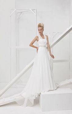 Collezione Vision 2014 - Elisabetta Polignano: abito ampio che scivola lungo tutta la figura #wedding #weddingdress #weddinggown #abitodasposa