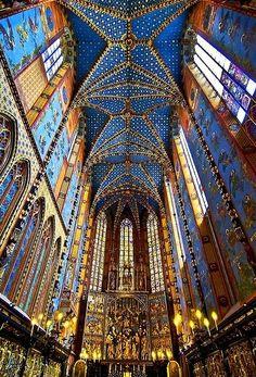A spectacular altar: Krakow, Lesser Poland #churchesaroundtheworld #Basilica #Polantravel #architecture #photography