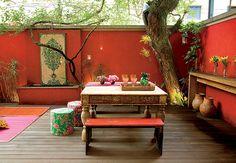 New living room red backyards ideas Outdoor Rooms, Outdoor Dining, Outdoor Tables, Outdoor Furniture Sets, Outdoor Decor, Mexican Garden, Moroccan Garden, Enclosed Patio, Living Room Red