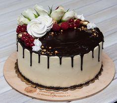 Mám ráda dorty ozdobené květinami zvlášť když dorty pro ženy. Vychází jsou velmi krásné. Zvlášť pěkné když nabízíte použít barvy v samotném interiéru. A to hezký a dokonce i obsah alespoň chutné a jasné. Uvnitř tohoto dortu že jsem se spojím s zimě a na Nový rok - čokoládový korpus s čokoládovou příchutí a vrstva mandarinkového confi. Podle mého názoru dort je velmi chutný.  Я очень люблю торты украшенные цветами. Особенно когда это торты для женщин. Ведь такая красота получается. Особенно…