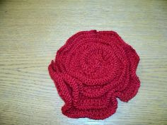 RED KNITTED FLOWER CORSAGE