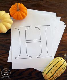 DIY Harvest Sign and Free Printable Letters Free Printable Letter Stencils, Alphabet Stencils, Free Stencils, Stencil Diy, Stencil Patterns Letters, Stenciling, Pumpkin Stencil, Bird Stencil, Fabric Letters
