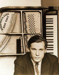 Glenn Gould (via rougelarsen)