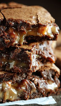 If you happen to love brownies and peanut butter and carmel… I cannot recommend these brownies more.- Peanut butter brownie caramelitas