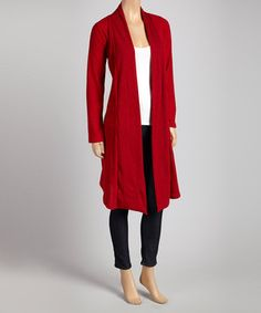 Craft a lovely layered look with this stylish open duster. Boasting a relaxed, draped silhouette and a versatile solid hue, it's a fashionable finishing touch for any ensemble.