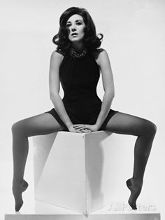 matthieudevoex - 0 results for hollywood Black White Photos, Black And White, Velasco, Nice Legs, Pretty Woman, Pin Up, Feminine, Hollywood, Actors