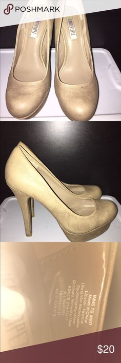 JENNIFER LOPEZ ''JLLANATAN'' TAUPE PLATFORM PUMP SOOOOO , SEXY AND FEMININE !!!! THESE WILL GO WITH ANYTHING !!!! SEE SPECS ABOVE .$80 RETAIL !!!  SIZE : 7.5M WOMENS  MEASUREMENTS: INSIDE LENGTH 9.75'' , ACROSS BALL OF FOOT 3'' , 1.25'' PLATFORM , 5'' STILETTO HEELS. Jennifer Lopez Shoes Platforms