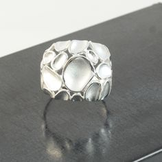 A beautiful and sparkly dimpled silver ring with its combination of high polish and matt, almost white, silver surfaces. Modern silver rings and earrings. Silver Jewellery, Sterling Silver Jewelry, Unique Jewelry, Handmade Jewelry, Silver Rings Online, Silver Rings Handmade, Dimples, Stuff To Buy, Wedding