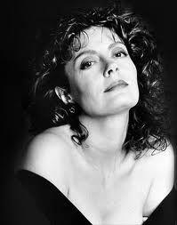 Susan Sarandon - Nascimento: 04/10/1946 - País de nascimento: Estados Unidos. Vencedora de (1) Oscar pela Academia, até o ano de 2014. Susan venceu pelo trabalho em: (Os Últimos Passos de um Homem, 1995), além de outras (4) Indicações. Recebeu também outras (7) Indicações ao Globo de Ouro.