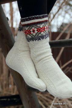 Time for color work! Lace Knitting, Knitting Socks, Knit Crochet, Knit Socks, Knitted Slippers, Knit Mittens, Woolen Socks, Sock Leggings, Colorful Socks