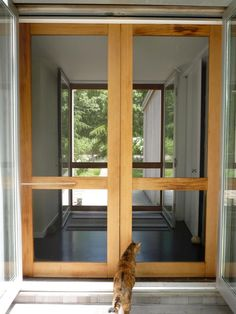 DIY Simple Screen Door on Shelter Island by alexa (on remodelista). I wonder if I could make one that fit in the groove for the sliding glass door? Wouldn't be able to use the door, but the breeze would be wonderful! Double Screen Doors, Aluminum Screen Doors, Front Door With Screen, French Doors With Screens, Retractable Screen Door, Wood Screen Door, Sliding Screen Doors, Double Front Doors, French Doors Patio
