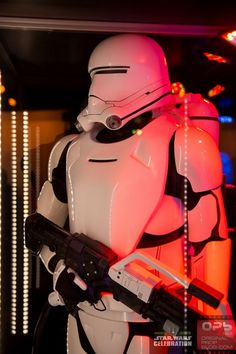 Star-Wars-Celebration-The-Force-Awakens-Props-Costumes-Exhibit-Characters-Models-001-RSJ