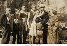 cinema-man-men-woman-women-1930s-great-depression-c5k9pb.jpg (640×443)
