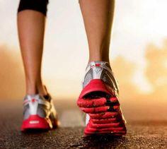 Quais os exercícios que mais queimam calorias. Se você deseja perder aquelas gordurinhas indesejadas, é importante que saiba quais são as melhores práticas desportivas para isso. Qualquer atividade física que acelere o metabolismo contribui para a...