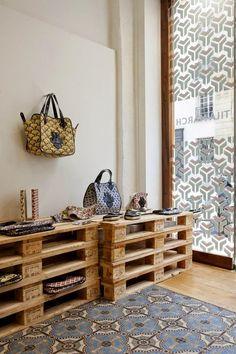 design z palet, palety we wnętrzach, wnętrze z palet, palety w sklepie, design z recyklingu