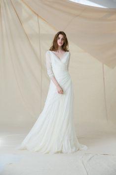 Gipsy dress with Cristina de tul Classy Wedding Dress, Stunning Wedding Dresses, Beautiful Gowns, Timeless Wedding, Beautiful Things, Gipsy Wedding, White Maxi Dresses, Formal Dresses, Gypsy Dresses