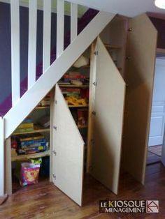 Aménagement escaliers Door Under Stairs, Under Stairs Cupboard, Attic Stairs, House Stairs, Cupboard Doors, Staircase Storage, Stair Storage, Staircase Design, Basement Furniture