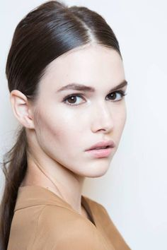 Spring/ Summer 2015 Trendy Ponytail Hairstyles: Gucci Center-Part Low Ponytails . Hairstyle Trends, 2015 Hairstyles, Casual Hairstyles, Ponytail Hairstyles, Summer Hairstyles, Bridal Hairstyles, Sleek Ponytail, Ponytail Styles, Hair Styles