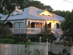 Our Queenslander style home will look something like this after our renovations. what are your suggestions? Glasshouse Mountains, Queenslander House, Beach Design, Island Design, Australian Homes, Cottage Homes, House Colors, My Dream Home, Curb Appeal
