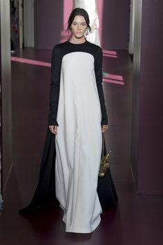 Minimalist love // Valentino | Haute Couture - Autumn 2017 | Look 35