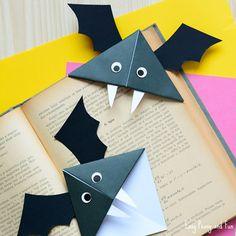 DIY Bat Corner Bookmarks - Halloween Crafts - Easy Peasy and Fun Diy Paper Crafts diy halloween paper crafts Fall Paper Crafts, Halloween Paper Crafts, Manualidades Halloween, Halloween Tags, Theme Halloween, Paper Crafting, Diy Paper, Paper Bat, Haloween Craft