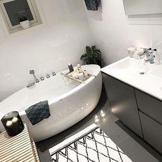 Det dukker stadig opp noen nye perler av noen baderom.  Som dette lekre badet til @maria_lunhuset . Tusen takk som deler med oss  #vikingbad #bath #bathroom #interiorguiden #baderom #bad #mittbad #vikingbad #bathroom #bathroominspo #magnor #rituals #baderomsinspirasjon #baderom #bathroomdecor #bathroom #badrumsdrömmar #badrum #bathroominspo #bathtub #vikingbad #mynordicroom #interior444 #scandinavianhome #baderomsinspo #baderomsinspirasjon #interiorstyling #interior4all #interior12...
