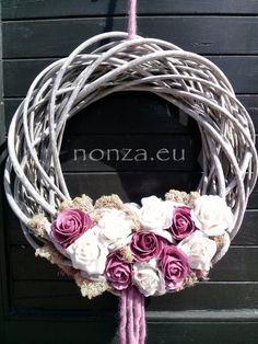 Nonza ajtódíszek – NONZA Virágdekoráció Grapevine Wreath, Grape Vines, Wreaths, Spring, Home Decor, Dekoration, Decoration Home, Door Wreaths, Room Decor