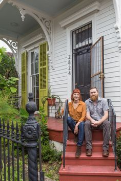 Post Image Mardi Gras Parade, New Orleans Homes, New Orleans Apartment, Victorian Cottage, Victorian Homes, Unique Architecture, Spring Home, Southern Style, Home Improvement Projects