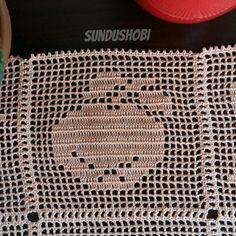 Filet Crochet, Diy Crochet, Vintage Crochet, Crochet Stitches, Crochet Patterns, Horse Swing, Crochet Cushions, Crochet Squares, Chrochet