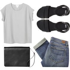 Outfit on a lazy day | loose top, boyfriend jeans, and sandals